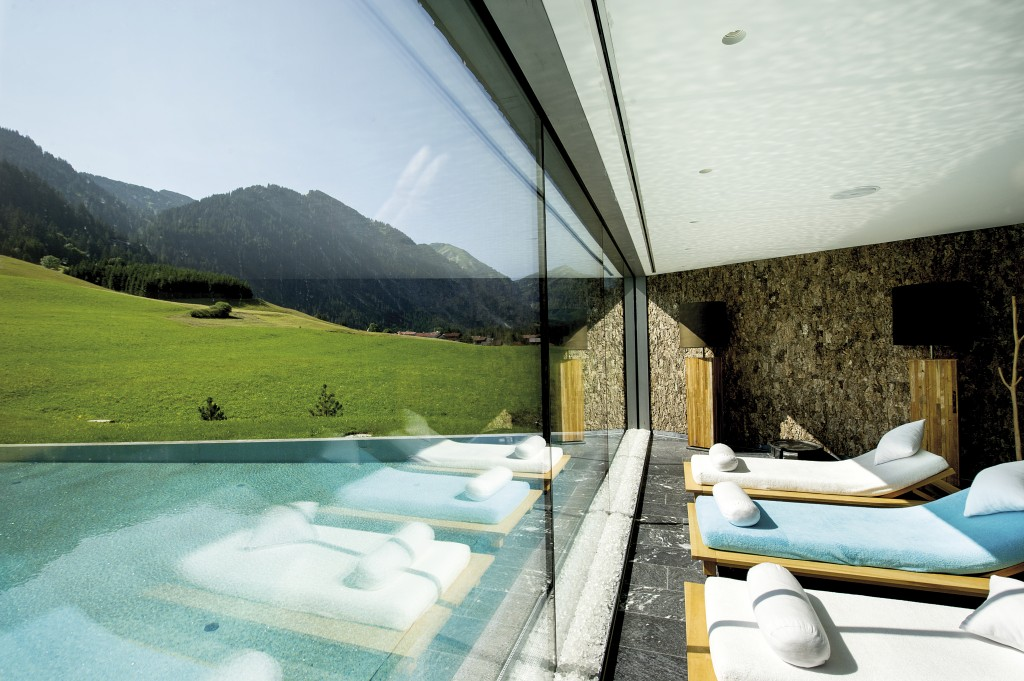 presse-jungbrunn-terrazzo pool-sommer